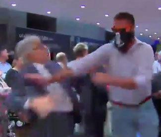 Momento del asalto al centro Blanquera en la Diada en 2013