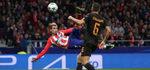 Griezmann mantiene al Atlético con un hilo de vida