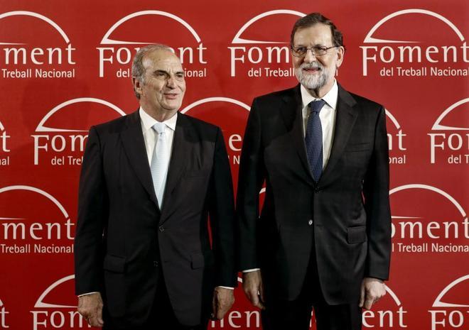 El presidente de la patronal Foment, Joaquim Gay de Montellà, ayer junto a Mariano Rajoy