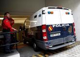 Un furgón policial accede a las dependencias judiciales con los cinco...