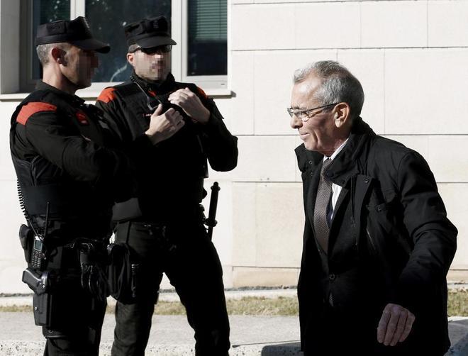 Juan Canales, defensor del militar Antonio Jesús Cabezuelo, al salir...