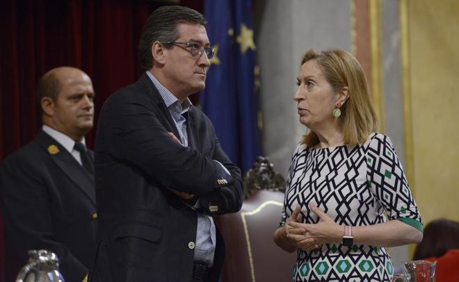 El diputado de Ciudadanos Ignacio Prendes, con la presidenta del...