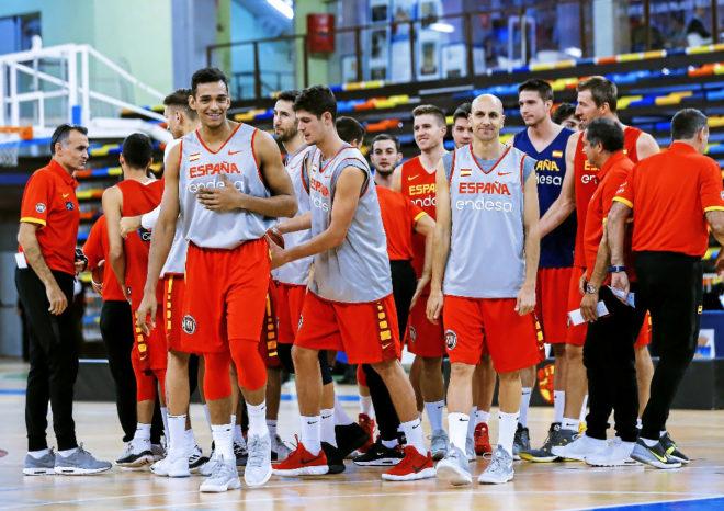 La selección española, con Saiz y Oliver al frente, durante un entrenamiento en Guadalajara.