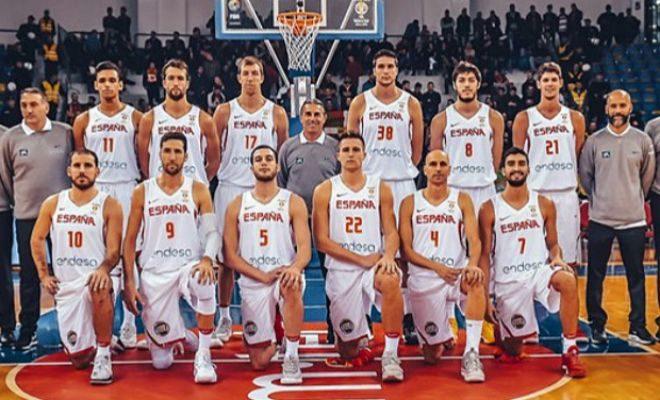 La selección española, poco antes del inicio del partido en Pogdorica.