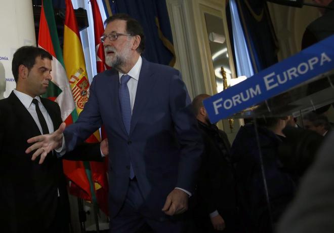 """Rajoy tilda de """"absurdo"""" el referéndum que propone Puigdemont para que Cataluña deje la UE"""