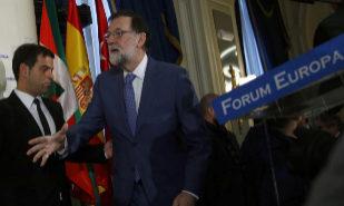 """Rajoy ve """"absurdo"""" el referéndum de Puigdemont para que Cataluña deje la UE"""