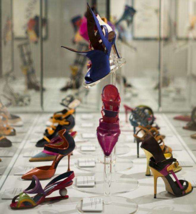 Zapatos de la retrospectiva sobre Blahnik que organizan Vogue en el Museo  de Artes Decorativas ANTONIO HEREDIAEM 5a9a2ce3d951
