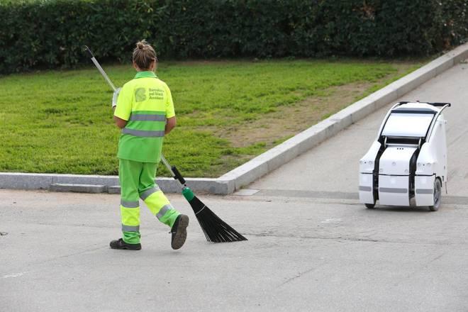 Un robot de Ferrovial para la recogida de residuos.