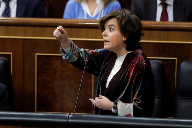 Santamaría arremete contra Podemos por su seguidismo de los secesionistas