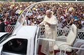 El Papa celebró este miércoles una misa al aire libre en Birmania,...