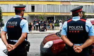 Los 'mossos' detallan el plan de Trapero para no impedir el referéndum del 1-O