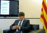 Carles Puigdemont durante un chat con ciudadanos en la sede de la...
