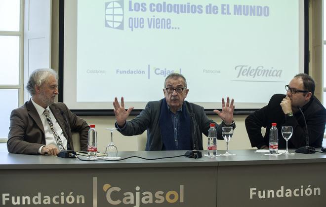 El director de EL MUNDO de Andalucía, Rafael Porras, el arquitecto Carlos Hernández Pezzi y el periodista Carlos Mármol.