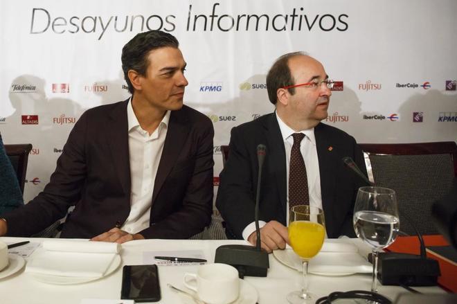 Pedro Sánchez y Miquel Iceta, el lunes, en un desayuno informativo en Madrid.