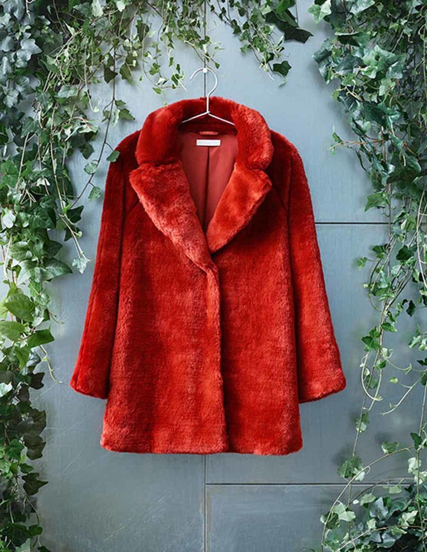 Abrigo de pelo en color rojo de H M  76bc1c51d3c36