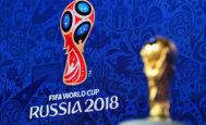 La Copa del Mundo, junto al logo del Mundial 2018.