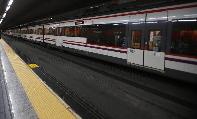 Tren de Cercanías en la estación de Sol.