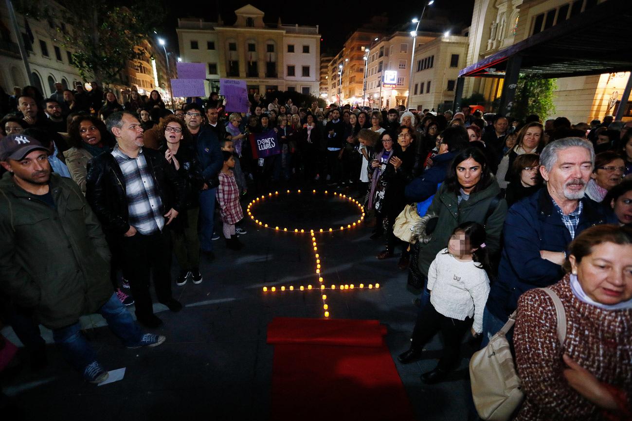 Manifestación con motivo del Día Internacional contra la Violencia...