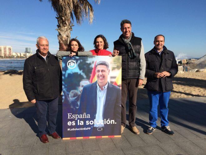 El candidato Xavier García Albiol y otros miembros del PP de Cataluña durante la presentación del lema de la campaña para el 21-D.