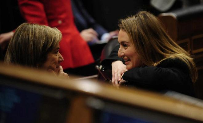 Andrea Fabra, charla en el Congreso, con la entonces ministra de Sanidad, Ana Mato.