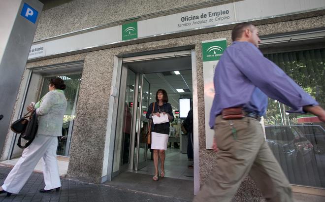 Andaluc a la segunda comunidad en la que m s baja el paro for Oficina de empleo andalucia