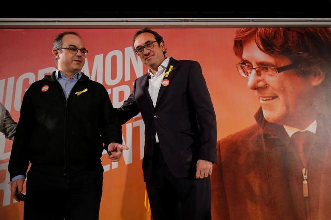 Los ex consejeros Jordi Turull (izqda.) y Josep Rull, puestos en libertad ayer, durante un acto celebrado hoy en Cataluña.