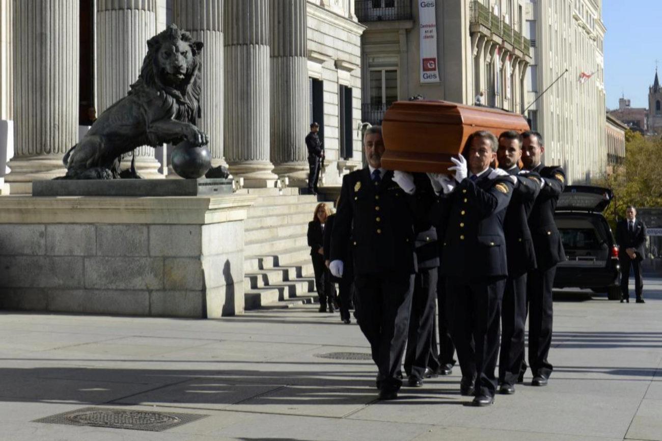 Llegada al Congreso del féretro con los restos mortales del ex...