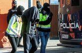 Agentes de la Policía Nacional detienen a un presunto yihadista en...