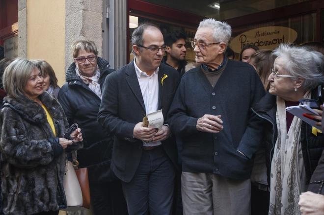 El ex consejero Jordi Turull visita la pastelería de la familia de...