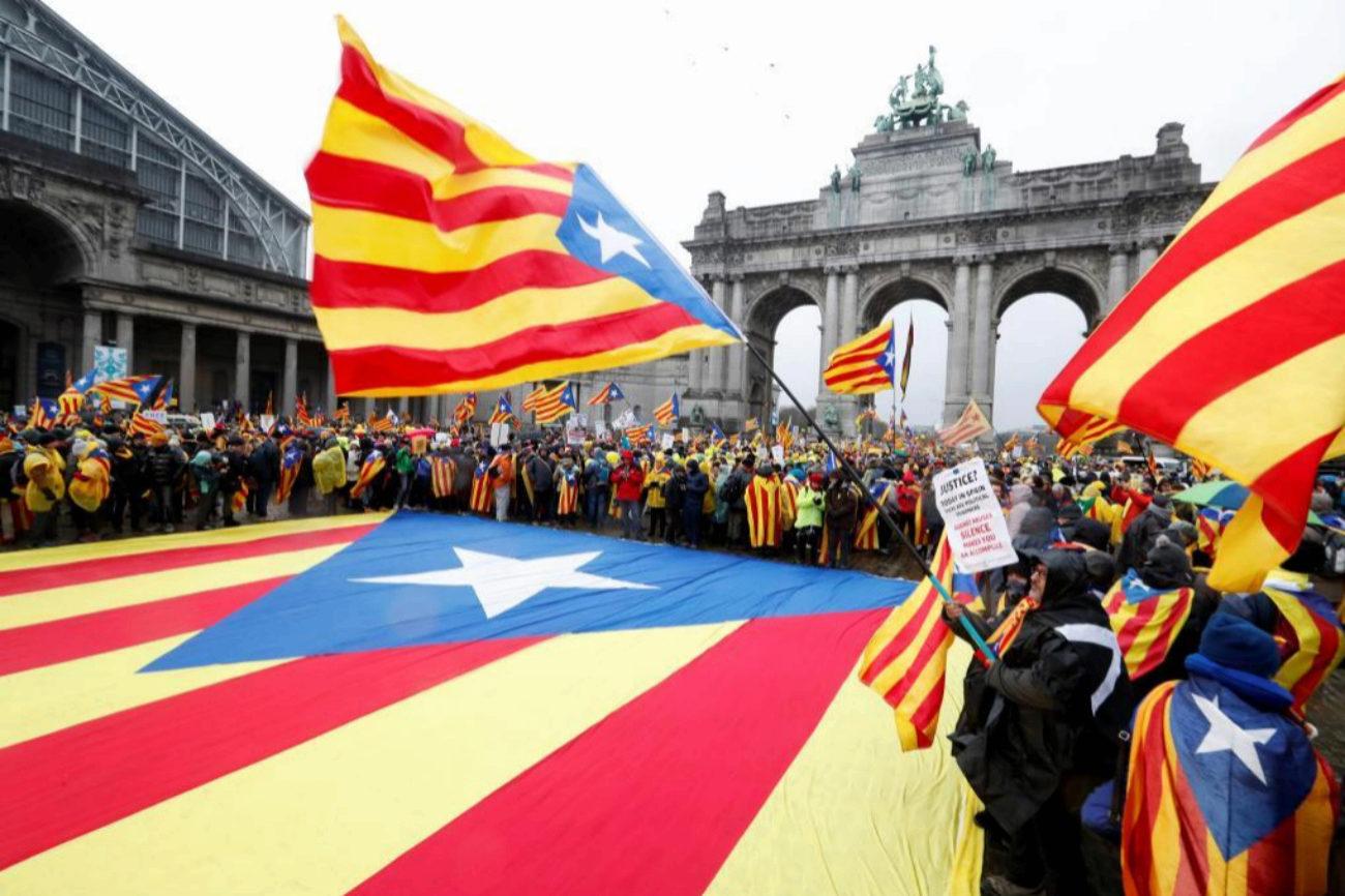 Ciudadanos a favor de la independencia de Cataluña de toda Europa...
