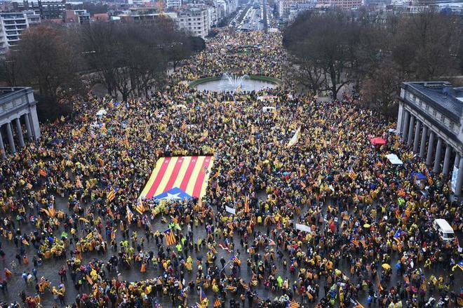 Manifestantes concentrados este jueves en Bruselas antes del comienzo...