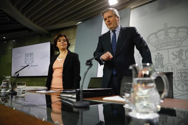 El ministro de Educación, Íñigo Méndez de Vigo, y la...