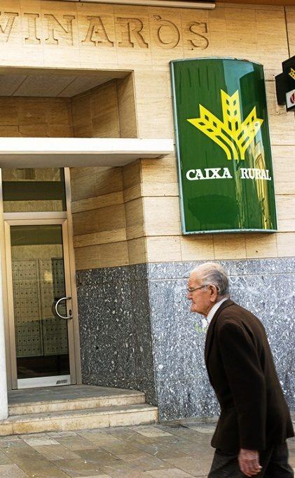 Un banco de Vinaroz, donde numerosos ahorradores catalanes traspasaron...