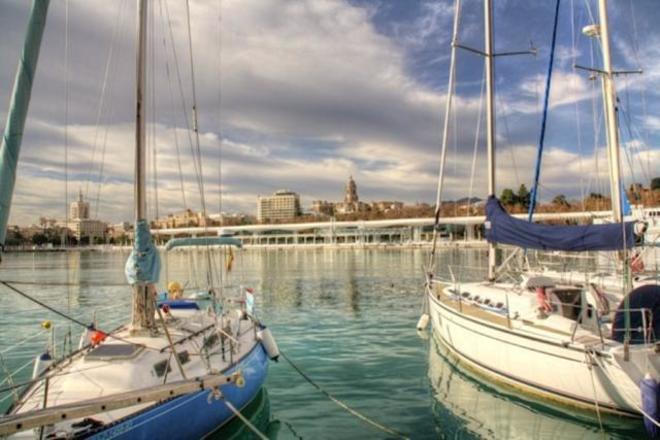 Dos veleros atracados en el Puerto de Málaga