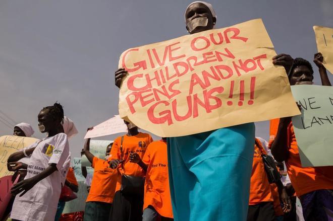 Mujeres sursudanesas se manifiestan contra la guerra en Juba.