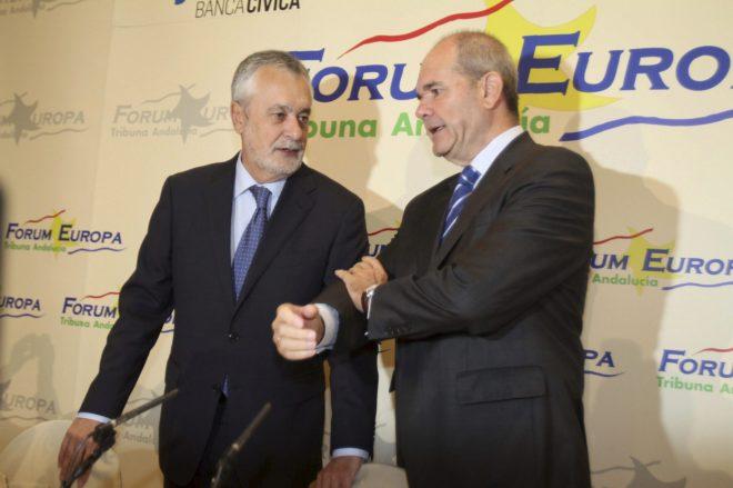 Los ex presidentes de la Junta de Andalucía, Manuel Chaves y José...