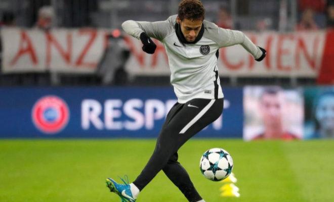 Neymar, antes de disputar un partido de Champions ante el Bayern.