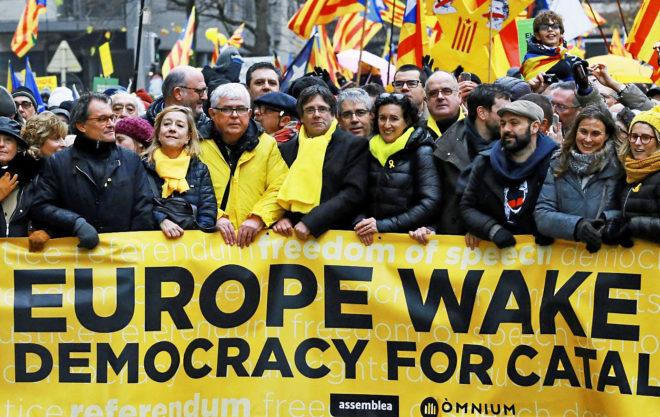 Carles Puigdemont, al frente de la manifestación de Bruselas