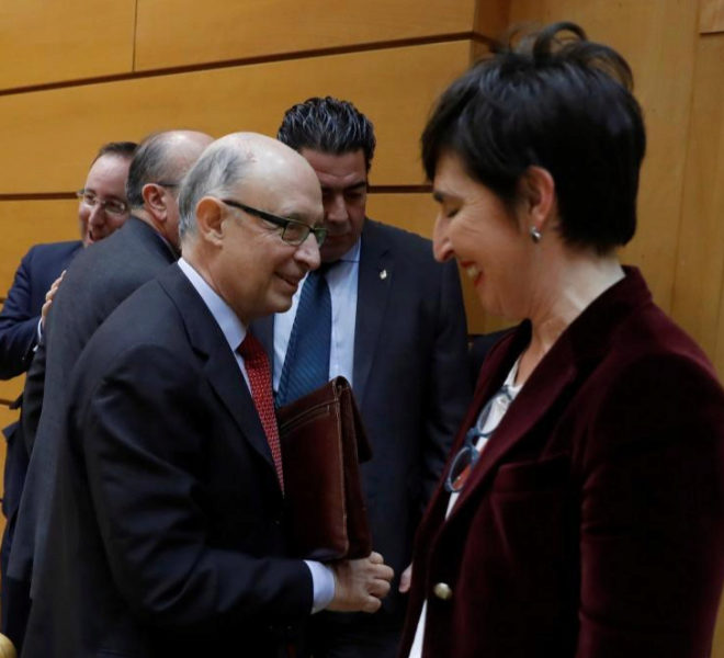 Cristóbal Montoro, con la senadora del PNV Dolores Etxano Varela,...
