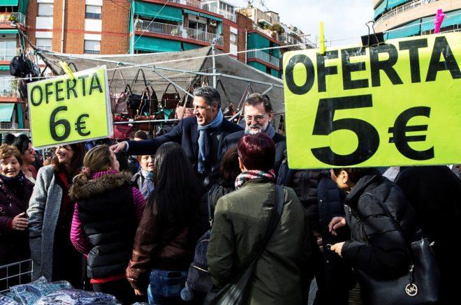 Mariano Rajoy, acompañado del candidato del PPC, Xavier García...