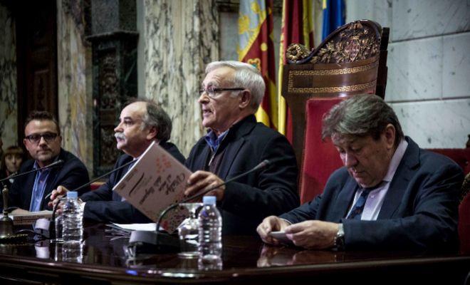 El alcalde de Valencia, Joan Ribó, y el representante de la FAO, Enrique Yeves, ayer durante la clausura de la capital de la alimentación.