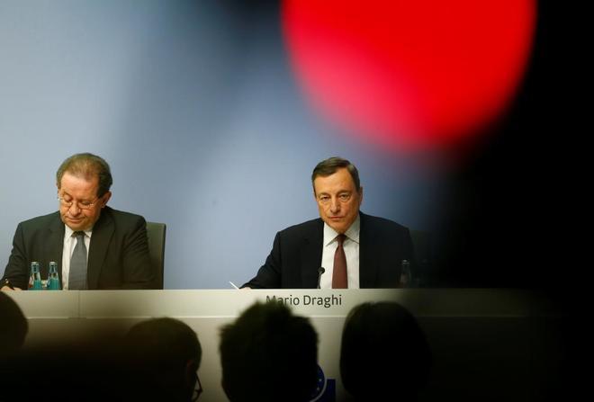 El BCE mantiene los tipos de interés y revisa al alza su previsión de crecimiento para la Eurozona