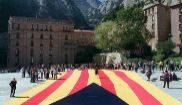 Despliegue de una bandera catalana independentista frente al...