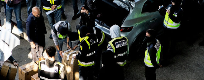 Momento en que la Policía intercepta nike air max material que los mossos...