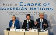 La líder del FN, Marine Le Pen, y el político holandés de extrema derecha, Geert Wilders, durante la conferencia en Praga.