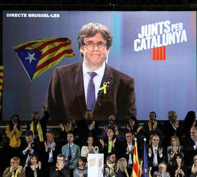 El candidato de JuntsxCat, Carles Puigdemont, en videconferencia desde Bruselas en un acto del partido.