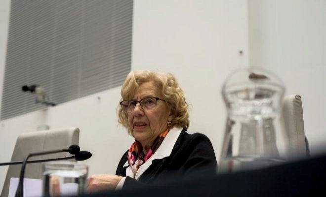La alcaldesa de Madrid, Manuela Carmena, ayer en el Pleno extraordinario.