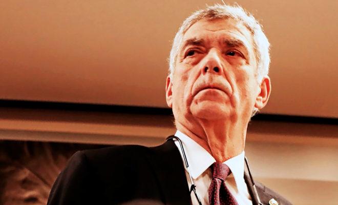 Ángel Villar, con rostro serio, ayer, antes de iniciarse la rueda de prensa, en Madrid.