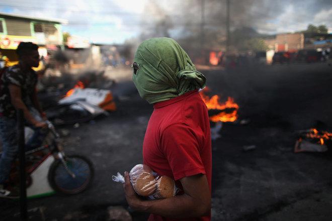 Un simpatizante de Salvador Nasralla en una protesta en Tegucigalpa.