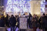 Puestos de venta de Lotería de Navidad en la Puerta del Sol de Madrid